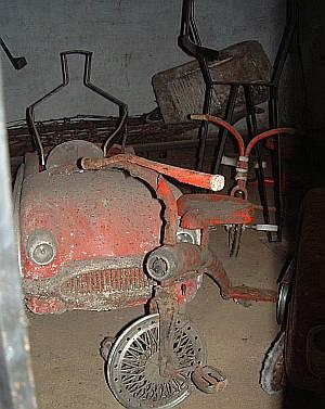 Auch altes Kinderspielzeug verrostet seit langem in dem Labyrinth unter der Stadt.