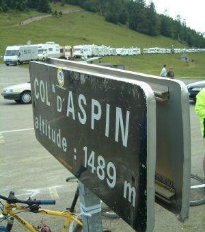 1489 Meter Höhe: Auf dem Pass haben sich etliche Camper versammelt.