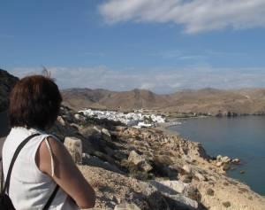 Las Negras aus der Ferne: Der kleine Ort liegt an einer stillen Bucht.