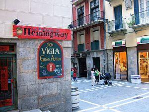 An Hemingway wird an zahlreichen Orten in Pamplona erinnert.