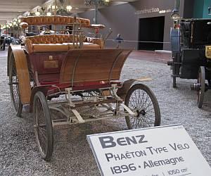 Immerhin zwei Jahre jünger als Liebiegs Fahrzeug ist dieser Mercedes Benz aus dem Baujahr 1896.