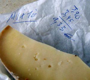 Lecker, diesmal jedoch nicht gerade billig: Käse aus den französischen Pyrenäen.