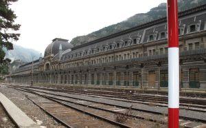 Der Bahnhof erwies sich schnell als völlig überdimensioniert. Das Gebäude ist fast 250 Meter lang.