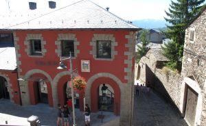 Im kleinen Rathaus von Llívia erhalten Besucher Informationen über den Ort.