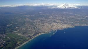 Blickfang schon vom Mittelmeer aus: Der schneebedeckte Ätna prägt die gesamte Region um Catania.
