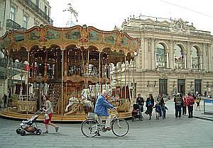 Die alte Oper säumt die Place de la Comédie ebenso wie zahlreiche Cafés.