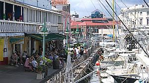 Rund um den Yachthafen der Hauptstadt Bridgetown geht es lebhaft zu.