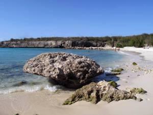 Einer der Traumstrände auf der Westseite der Insel: Die Daaibooibaai lädt zum Schnorcheln und Tauchen ein.