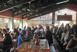 Die Plasa Bieu: In der einstigen Markthalle gibt es deftige einheimische Gerichte in rustikalem Ambiente.