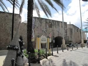 Rif Fort: Die alte Festung beherbergt heute etliche Geschäfte und Restaurants. Auch den berühmten Likör Blue Curaçao gibt es hier.